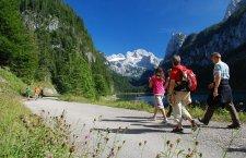 © Kraft | Beliebetes Fotomotiv in Gosau: Der Gosausee mit dem majestätischen Dachsteingeltscher in der Welterberegion Hallstatt Dachstein Salzkammergut