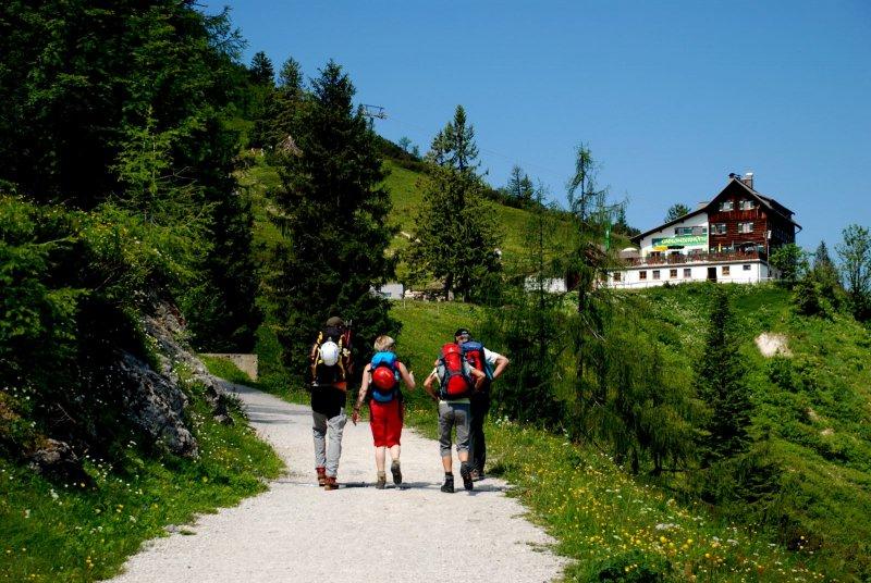 hiking your holiday in hallstatt austria. Black Bedroom Furniture Sets. Home Design Ideas