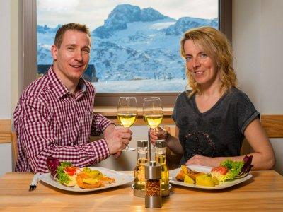 © Dachstein Tourismus AG  / Jos Gamsjäger'|  Bergrestaurant Dachstein Krippenstein in Obertraun