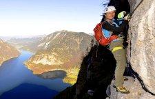 © Outdoor Leadership  | Seewandklettersteig beim Klettern im Salzkammergut. Klettersteige on Gosau bei einem Kletterurlaub in der UNESCO Welterberegion Hallstatt Dachstein Salzkammergut