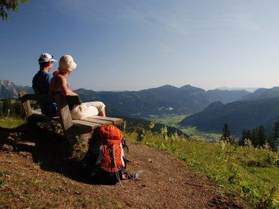 © Kraft | Wandern auf Fernwanderwegen und Weitwanderwegen in Österreich: SalzAlpenSteig Etappe 16: Gablonzer Hütte – Gosau bei einem Urlaub im Salzkammergut