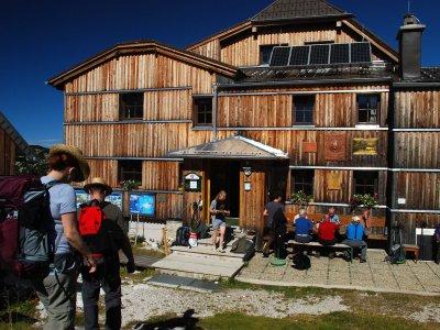 © Kraft | Wandern zum Wiesberghaus in der Ferienregion Dachstein Salzkammergut in Österreich