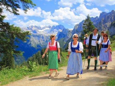 © Dachstein AG Hörmandinger | Wanderwelt Dachstein West Zwieselalm bei einem Ulraub in Gosau