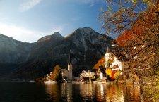 Hallstatt: Una vera perla nel cuore del leggendario Salzkammergut, ai piedi dell'imponente Dachstein.  | © Kraft