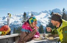©OÖ.Tourismus/Erber | Winterurlaub in Hallstatt bei Skifahren in der Skiregion Dachstein West bei einem Winterurlaub im Salzkammergut