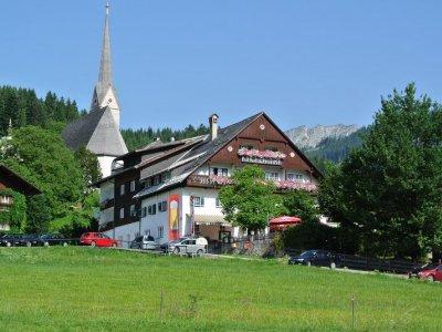 © Kirchenwirt | Gasthöfe und Unterkünfte in Gosau: Gasthof Kirchenwirt