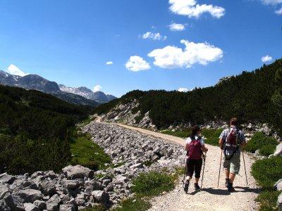 © Kraft | Wandern mit Kindern auf dem Dachsteinplateau. Für Eltern und Kinder ab 6  Jahren. Tourdauer: 6 Std. Gehzeit: 3 Stunden. Ein Träumchen für die  gesamte Familie.