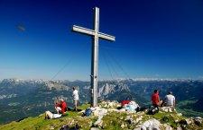 (Kraft   Wandern im Salzkammergut: Sarstein Gipfelkreuz