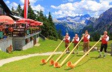 © Dachstein Tourismus AG / Hörmandinger | Alm-Musi-Roas auf der Zwieselalm in Gosau