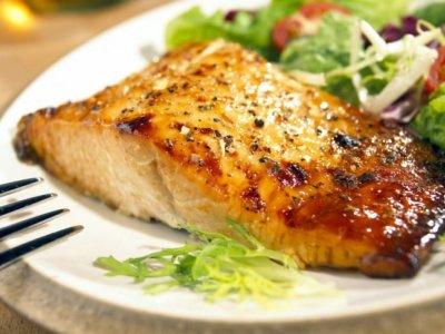 Sybolfoto / Fisch-Essen beim Steegwirt Bad Goisern