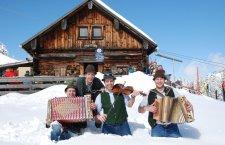 © DAG   Skifahren bei einem Winterurlaub im Salzkammergut: Impressionen von der Gaudiwoche in der Skiregion Dachstein West in Gosau.