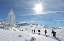 © Bichler   Veranstaltungen bei Ihrem Winterurlaub im Salzkammergut:  Geführte Schneeschuhwanderungen mit Barbara Bichler von der Lodge am Krippenstein in Obertraun am Hallstättersee.