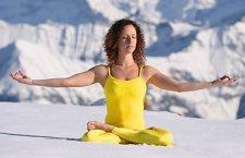 © Pixeleo | Meditatives Winter-Wochenende auf dem Berg. Mit Schneeschuhwandern, Yoga und Meditation vom 19. bis 21. Jänner 2018 auf der Gjaidalm in Obertraun. Urlaub für die Seele auf 2000 Metern Seehöhe.