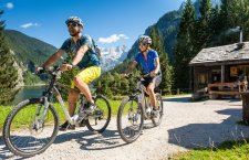 © Hochhauser | E-Biken im Salzkammergut. Mit dem E-Bike durch das Gosautal