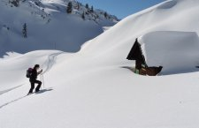 © Bichler |  Veranstaltungen bei Ihrem Winterurlaub im Salzkammergut in Österreich:  Geführte Schneeschuhwanderungen mit Barbara Bichler von der Lodge am Krippenstein in Obertraun am Hallstättersee.