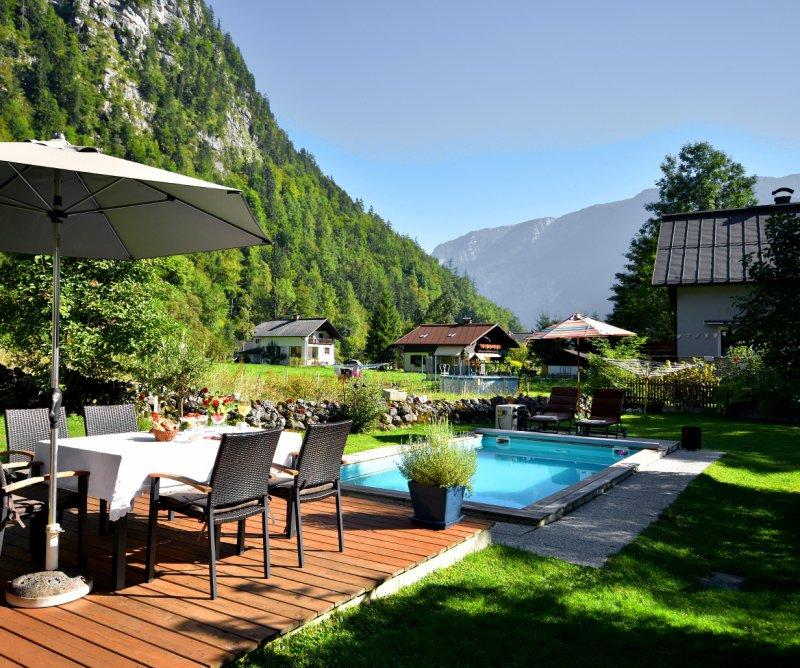 haus hemetzberger b b mit pool hallstatt privatzimmer in hallstatt salzkammergut. Black Bedroom Furniture Sets. Home Design Ideas