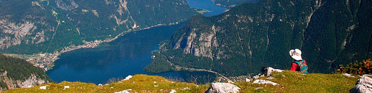 Urlaub in Obertraun: Atemberaubender Blick vom Krippenstein auf den Hallstättersee -
