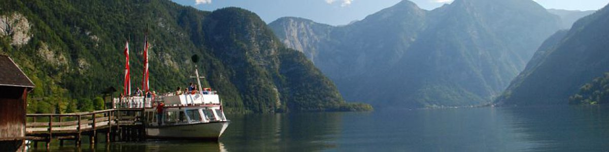 Discover the fjord-like Lake Hallstatt at by ship. - © Kraft
