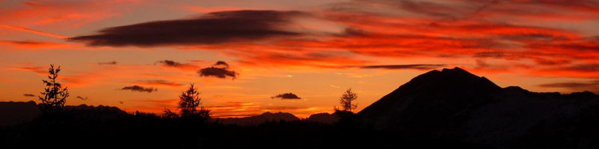 Einzigartig: Sonnenuntergang auf der Goisererhütte in Bad Goisern am Hallstättersee - © Stadlinger