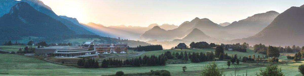 Narzissen Bad Aussee – Solebad & Vitalresort. Entspannung pur mit Panoramablick. -