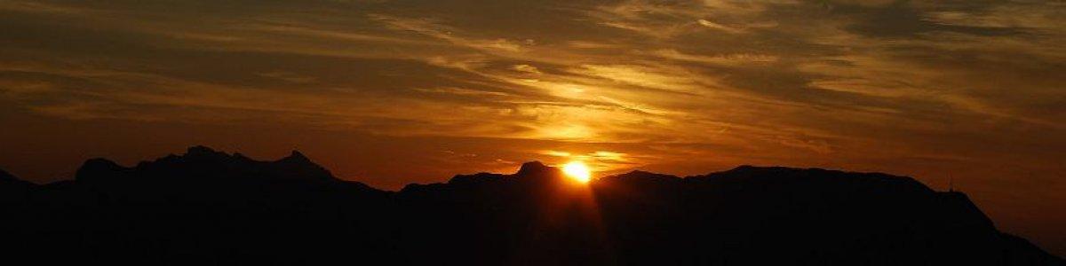 Sonnenuntergang auf der Raschberghütte in Bad Goisern am Hallstättersee  - © Kraft