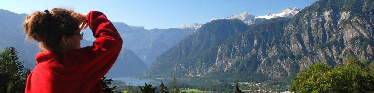 Blick auf das Goiserertal, den Hallstättersee und den majestätischen Dachstein -