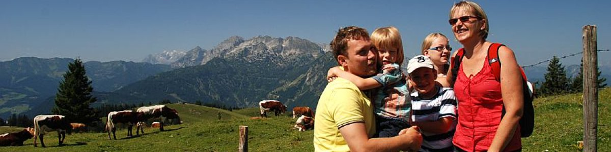 Stopover up on the mountain pasture: Sonnenalm Gosau - © Kraft