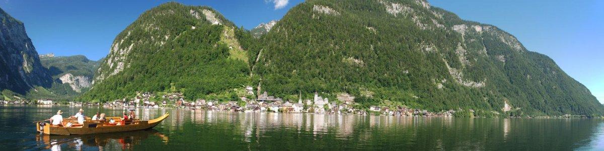 Mit einem urigen salzschiff zur Fronleichnamsprozession in Hallstatt - © Kraft
