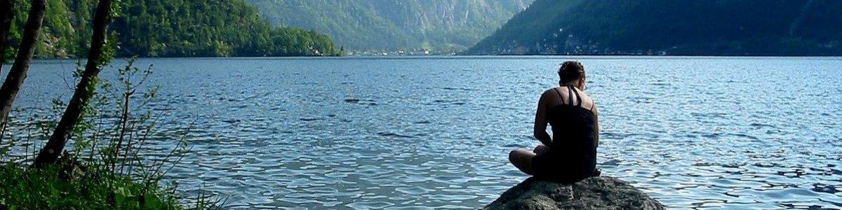 The East bank trail – Hiking along Lake Hallstatt in Austria -