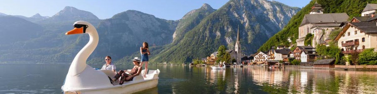 Boat hire on the lake promenade in Hallstatt - © Fallnhauser