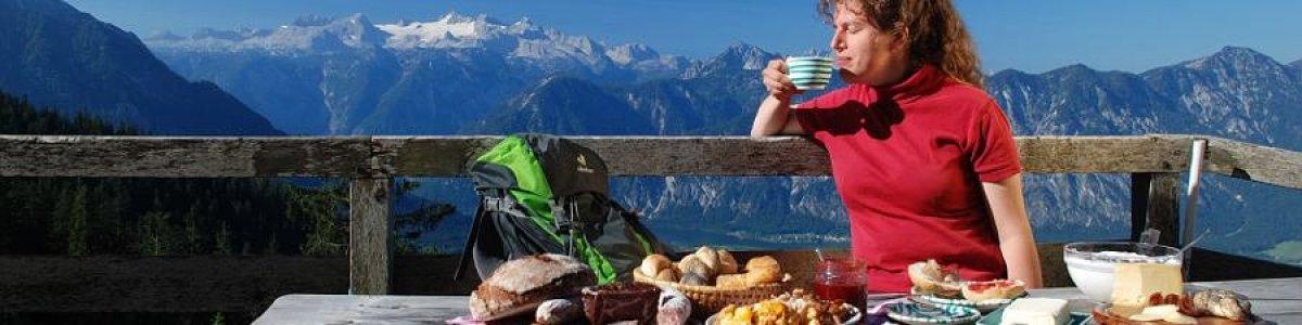 Frühstück auf der Alm in der Ferienregion Dachstein Salzkammergut - © Kraft