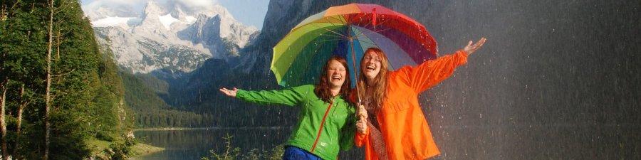 Unter dem Regenschirm bei schönem Schlechtwetter - © Kraft