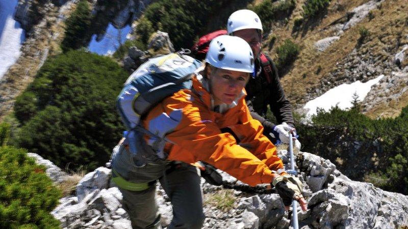Klettersteig Urlaub : Aufstieg am klettersteig ein lizenzfreies stock foto von photocase