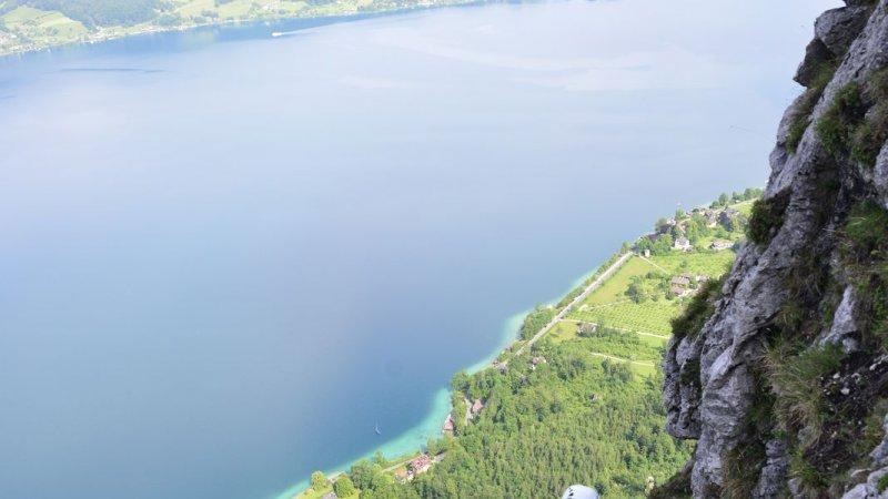 Klettersteig Attersee : Kletterer am mondsee und attersee blick von der drachenwand rock