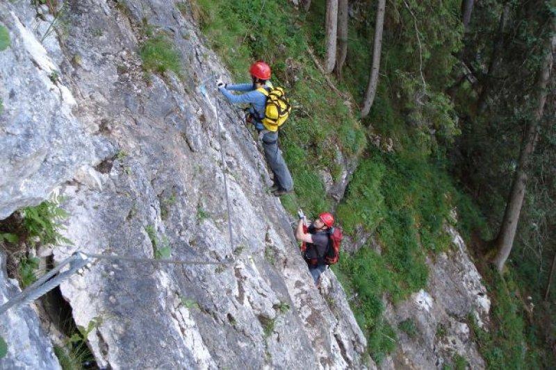 Laserer Alpin Klettersteig : Laserer alpin klettersteig mit vorderer gosausee