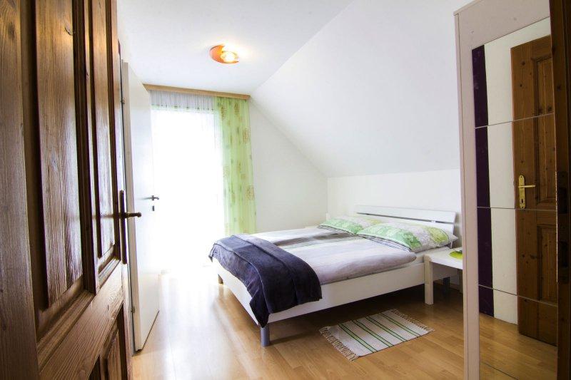 Ferienhaus oppitz an der traun bad goisern for Schlafsofa zwei personen