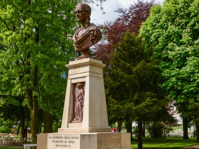 © TVB Bad Ischl | Das Nestroy Denkmal in Bad Ischl